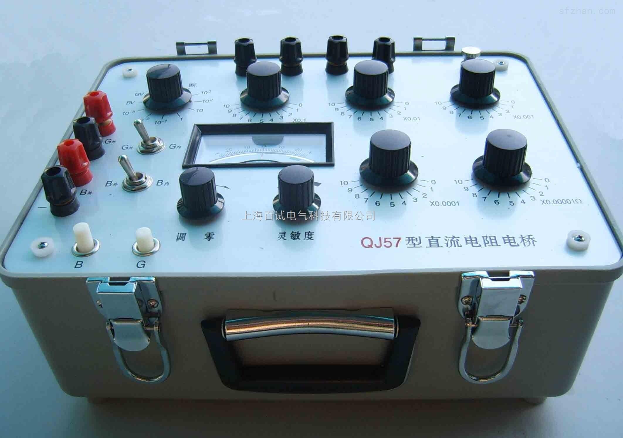 QJ57 直流电阻电桥 概述: 直流电阻电桥适合于工矿企业,科研单位的实验室和车间现场乃至野外工地对各类低值直流电阻,如金属导体的电导率,直流分流电阻,开关被触电阻,线缆电阻以及各类电机,变压器绕组的直流电阻等等作精密测量。 QJ57 直流电阻电桥 用途: a. 对金属棒、板料或电缆、导线等电阻率测定。 b.