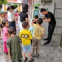 邵阳实验幼儿园晨检机器人智能测温手眼口腔