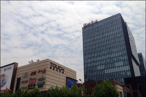 蓝卡互联网 智能识别停车场管理系统入驻上海绿地中心