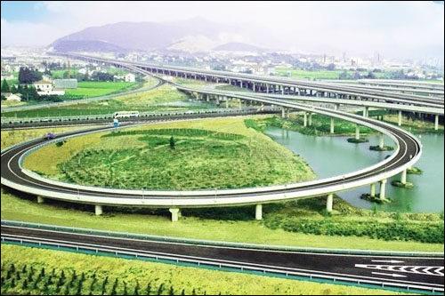 这是吴兴坚持走生态和旅游结合之路最成功的例子之一.
