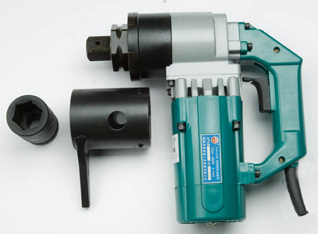 我司电动定扭力扳手广泛应用于栓焊结构桥梁的架设